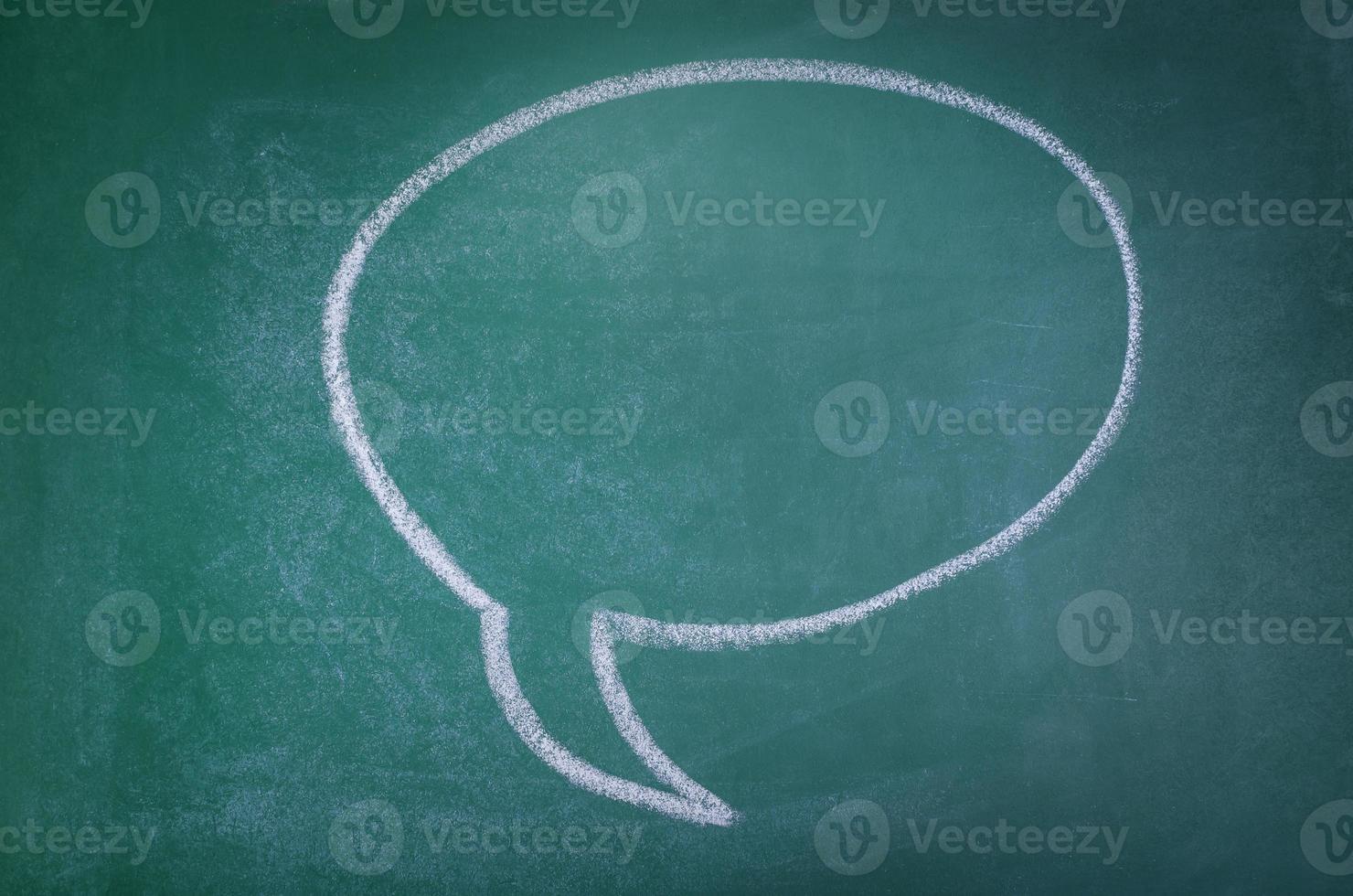 handgezeichnete Sprechblase auf Tafelhintergrund foto