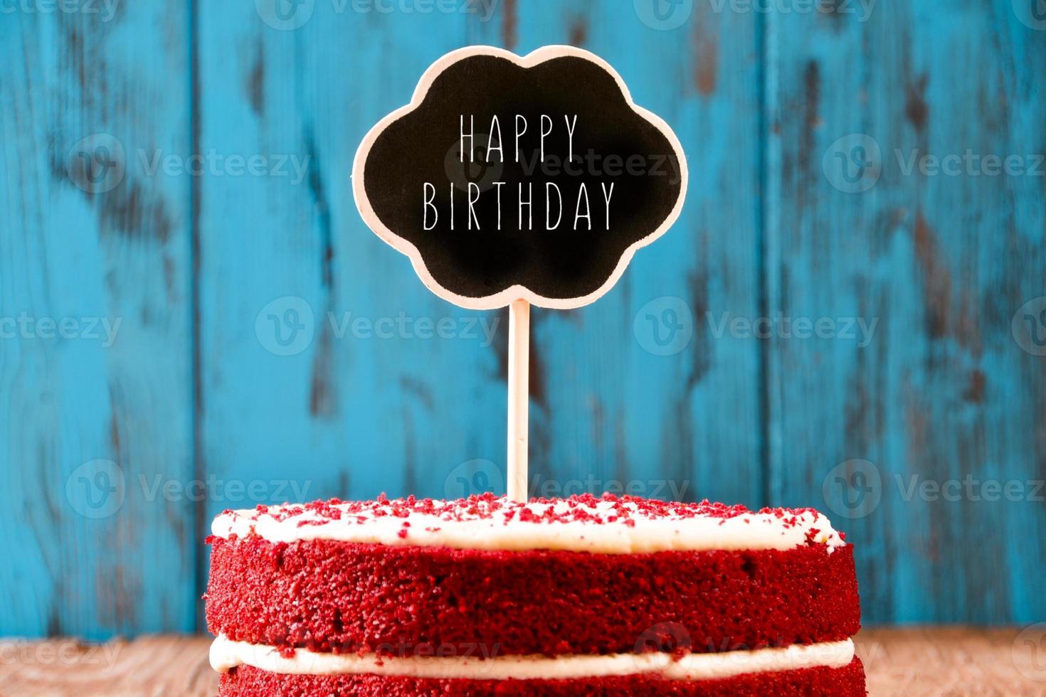 Tafel mit dem Text alles Gute zum Geburtstag in einem Kuchen foto