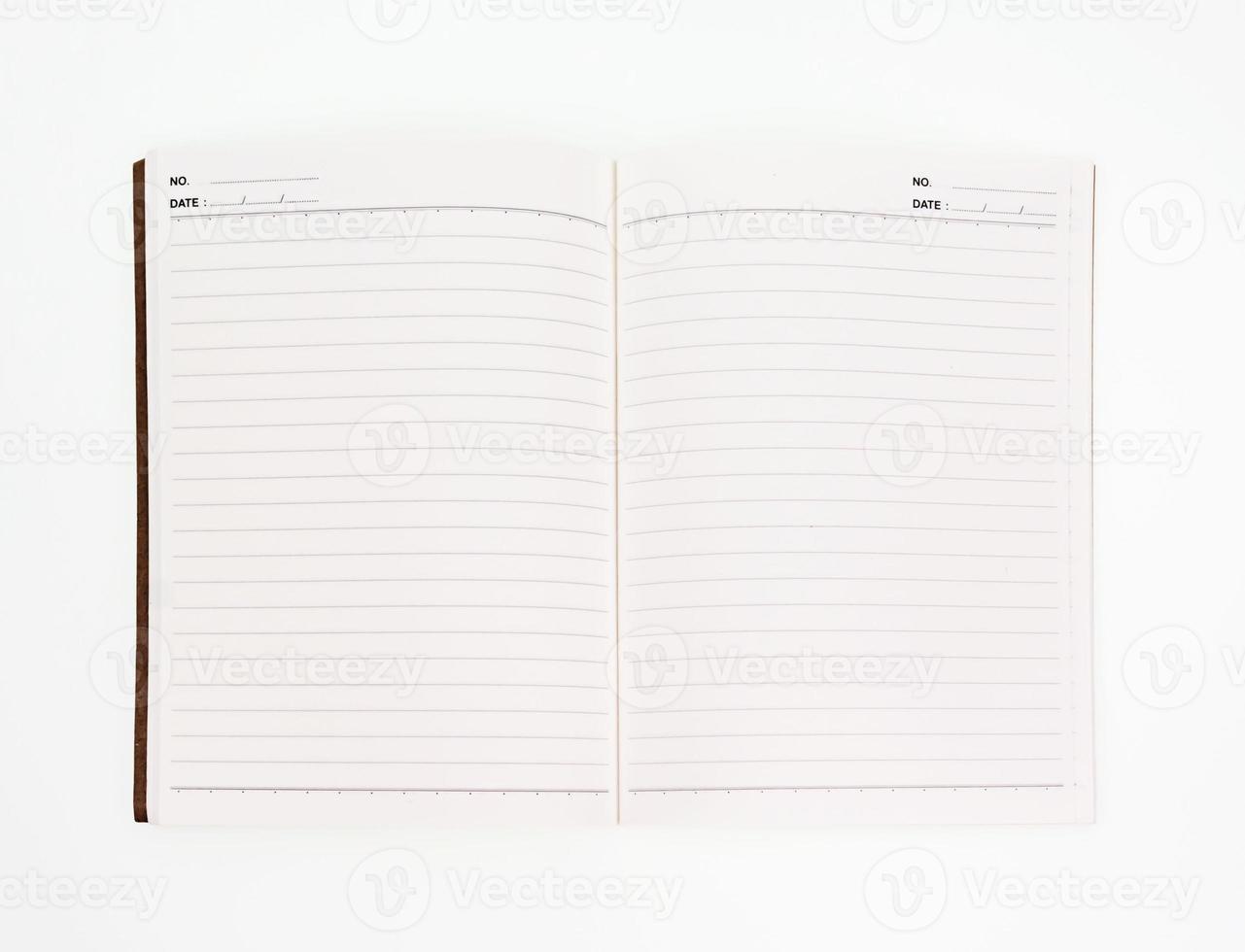 Notizbuch auf weißem Hintergrund öffnen foto