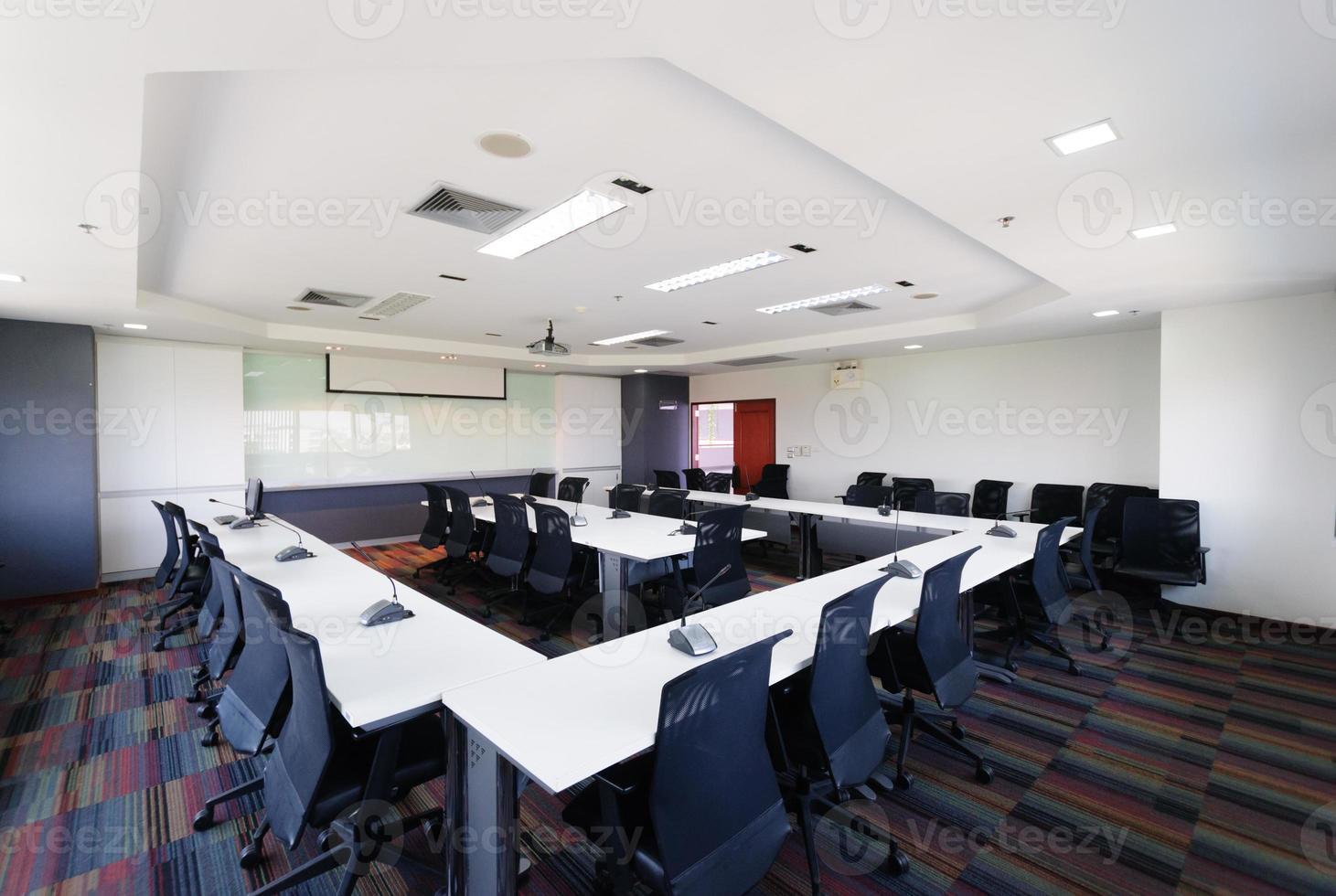 moderner Innenraum des Konferenzraums foto