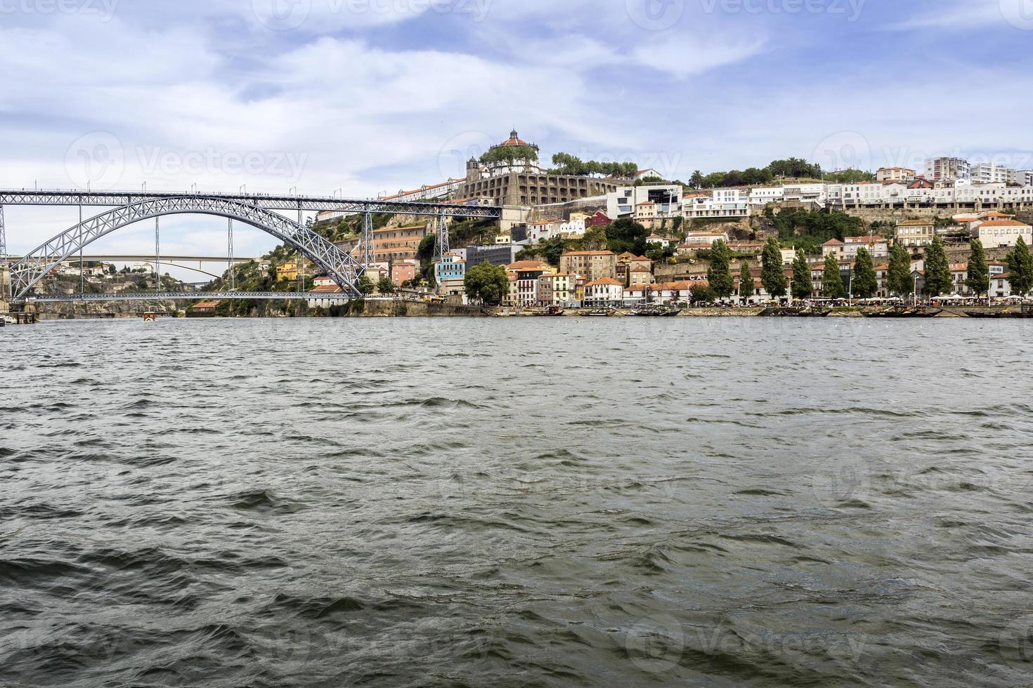 Blick auf Dom Luiz Brücke und Gaia Flussufer, Porto Stadtbild. foto