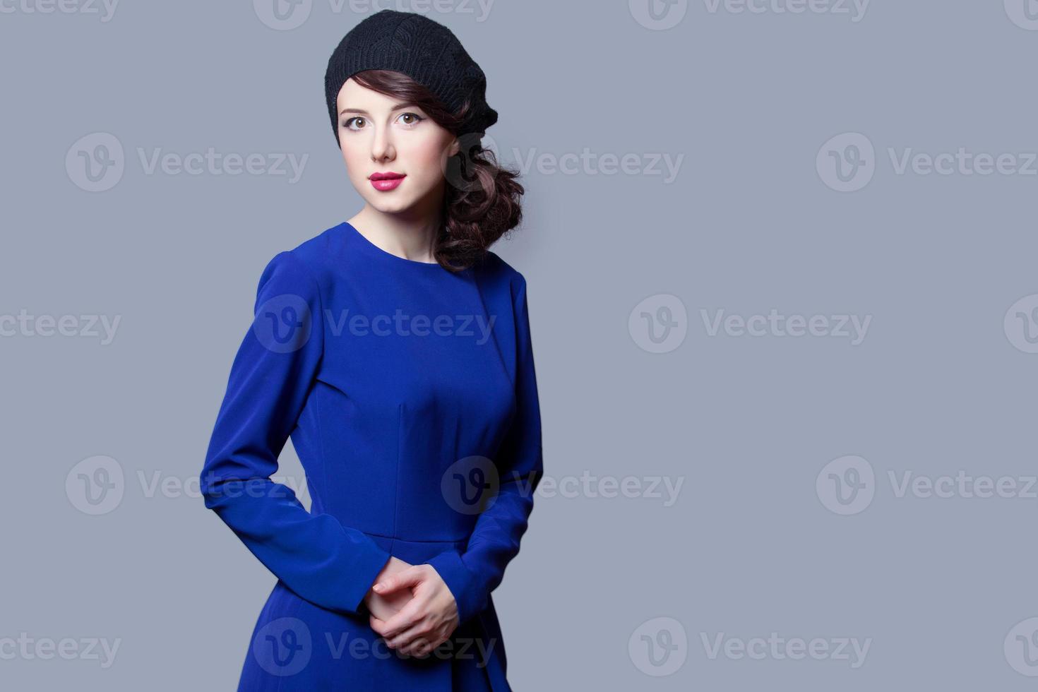 Frauen im blauen Kleid foto