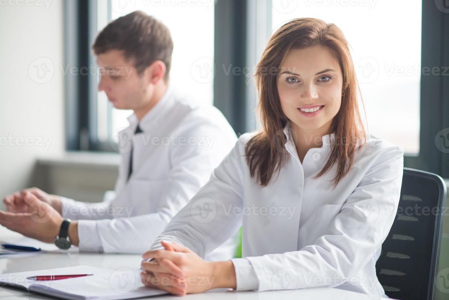 ärztliche Beratung mit zwei Ärzten foto