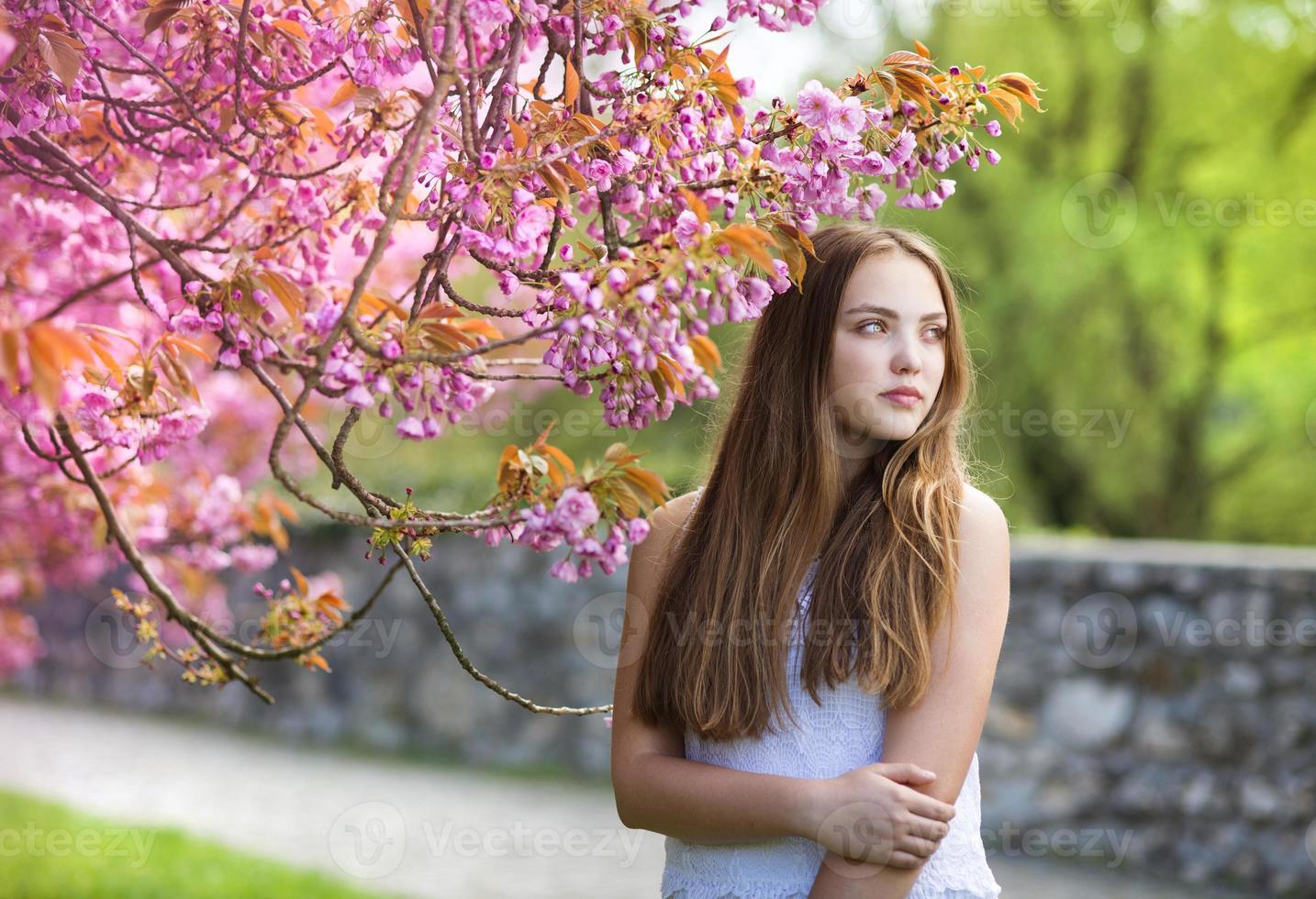 schönes Frühlingsmädchen foto