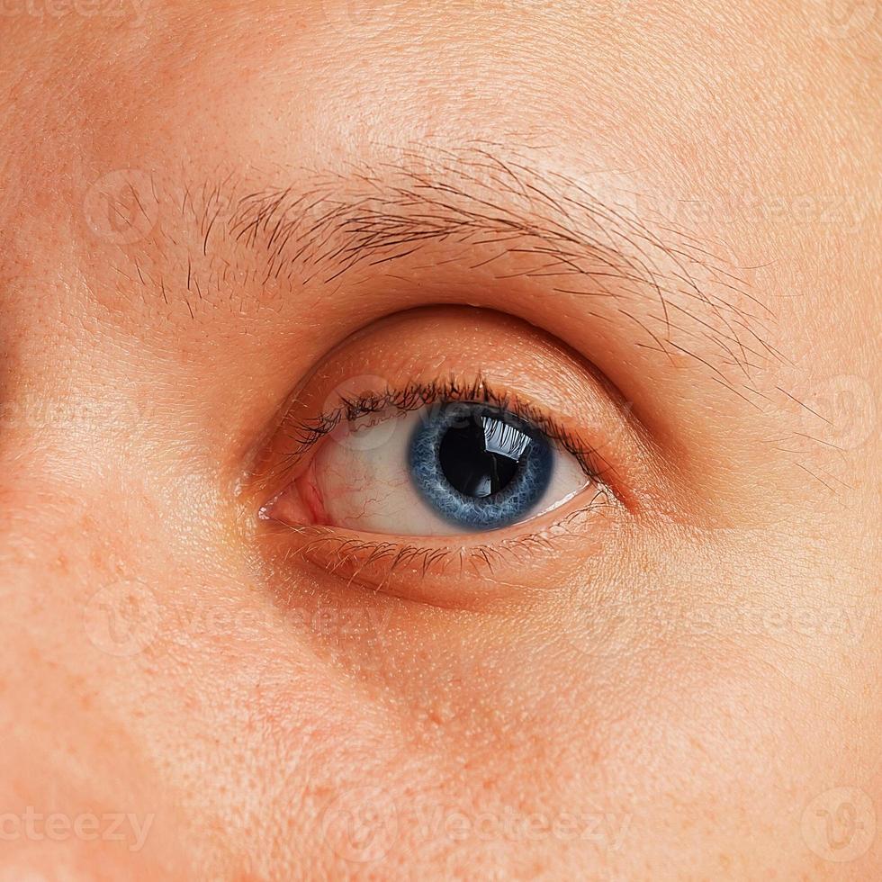 männliches Auge, Nahaufnahme foto