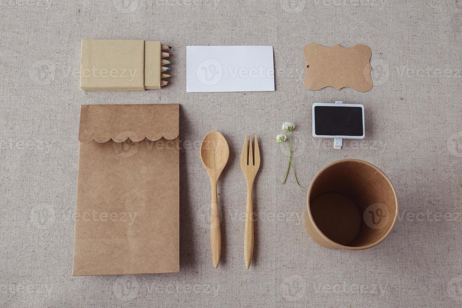 Identity Branding Mockup Set, selektiver Fokus, Vintage Ton foto
