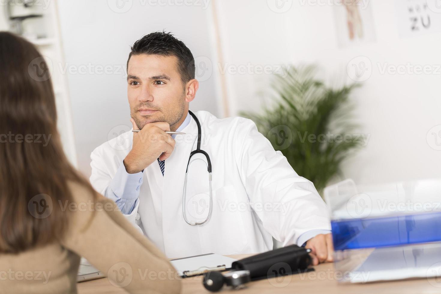 Arzt mit Patient foto