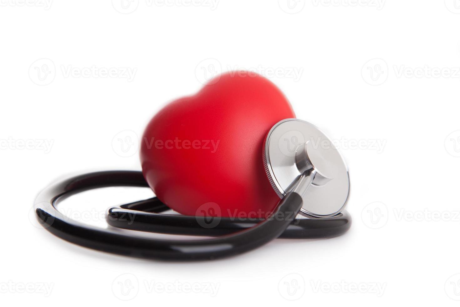 Herz und Stethoskop isoliert foto