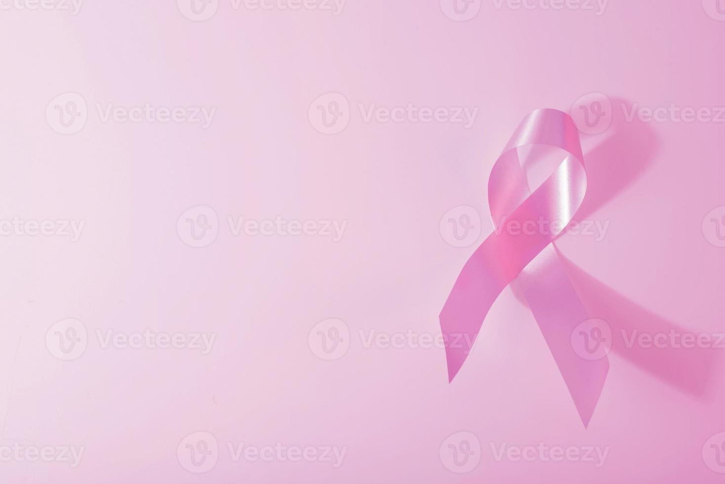 rosa Bandhintergrund des Brustkrebsbewusstseins foto