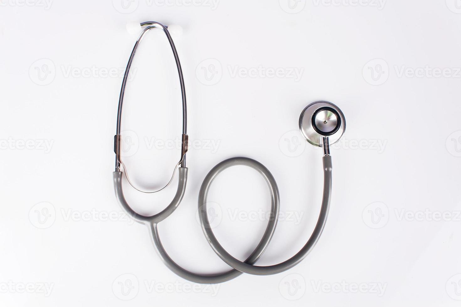 graues Stethoskop auf weißem Hintergrund foto