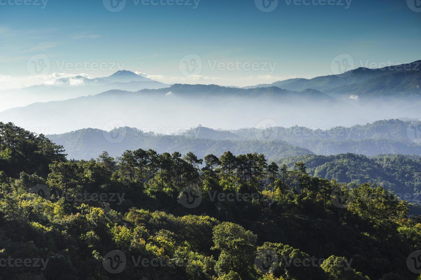 Moning Blick auf Berge und Dschungel foto