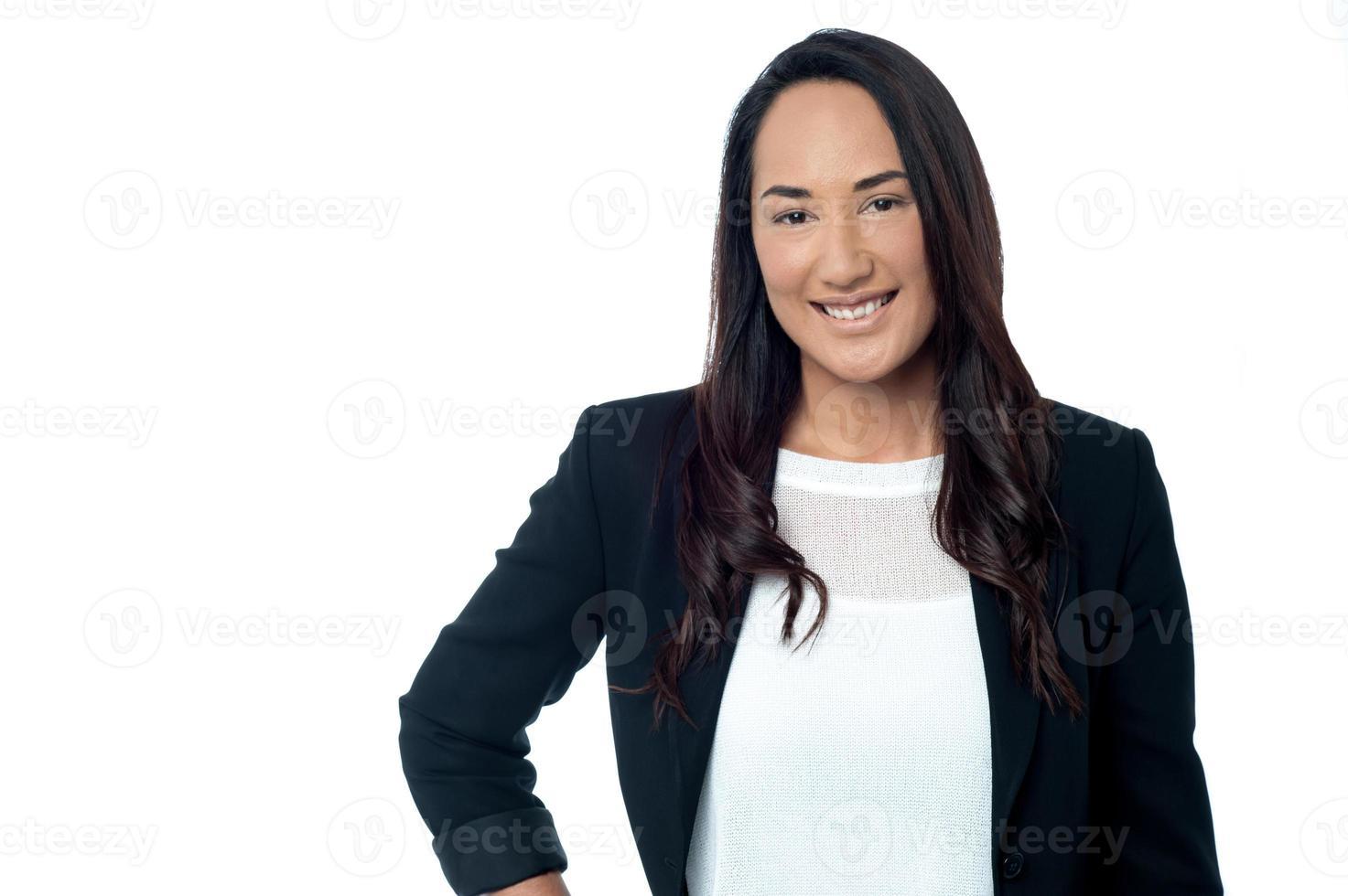 selbstbewusste junge korporative Frau foto