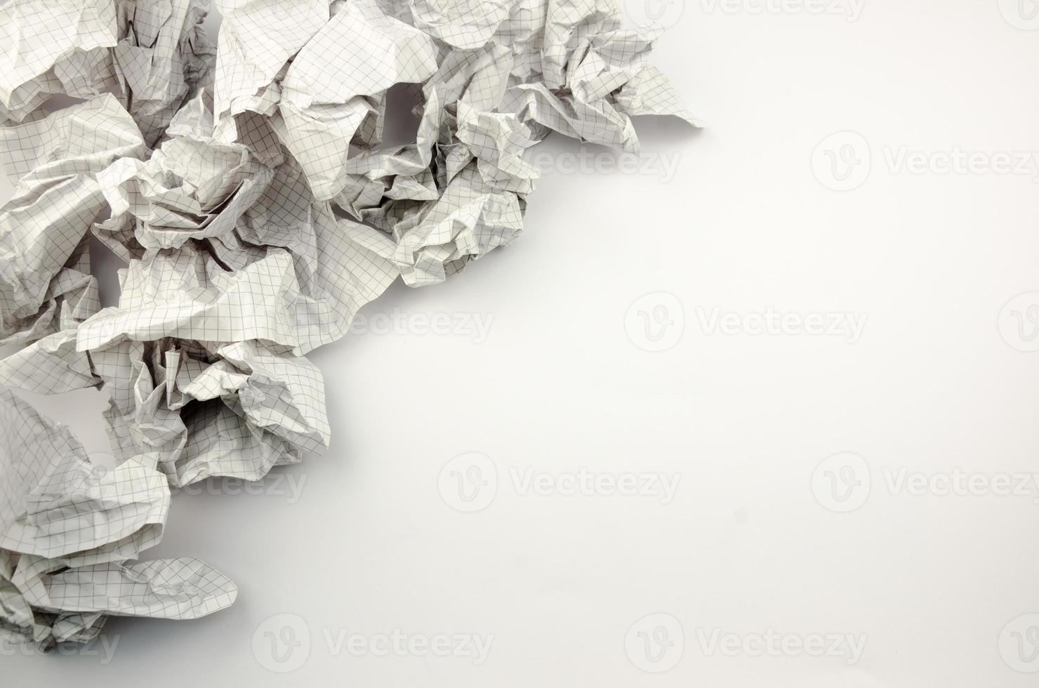 zerknittertes Papier geworfen foto