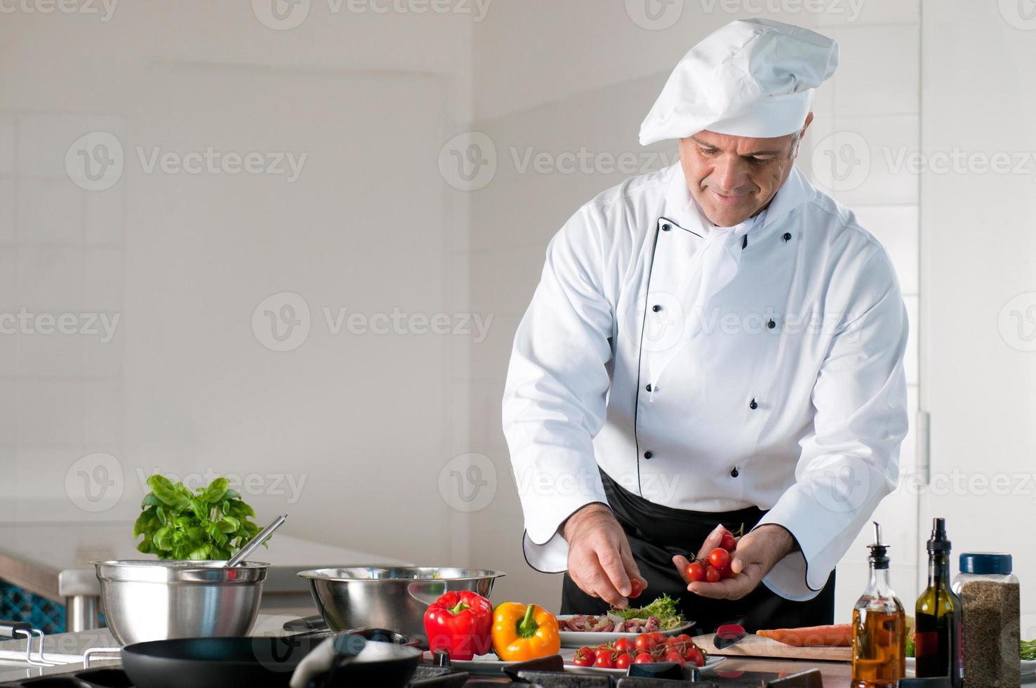 Zubereitung des Abendessens im Restaurant foto