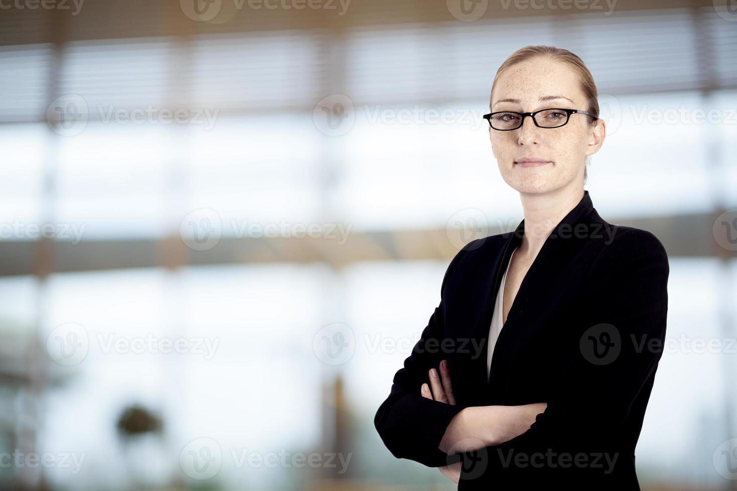 Porträt der Geschäftsfrau im Amt foto