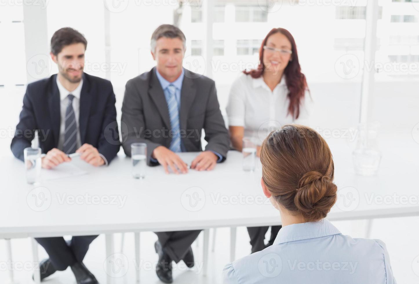 Geschäftsfrau in einem Arbeitsinterview foto