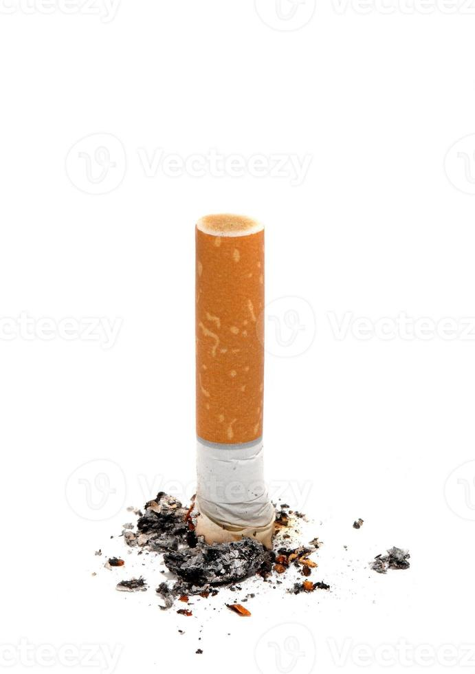 Zigarettenstummel über Weiß foto