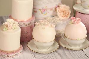 Mini-Kuchen mit Zuckerguss foto