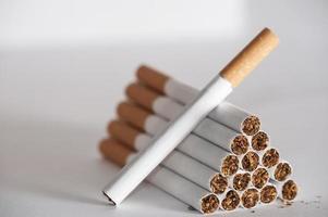 Pyramide von Zigaretten foto