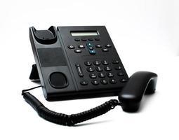 schwarzes Mobilteil und ein Telefon foto