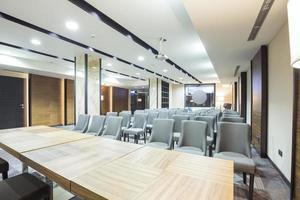 modernes Interieur des Präsentationsraums foto
