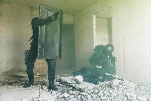 spec ops Polizisten schlagen