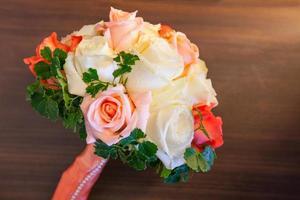 Hochzeitsstrauß von Rosen foto