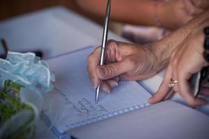 das Gästebuch unterschreiben foto