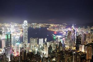 Skyline und Stadtbild der modernen Stadt Hongkong bei Nacht foto