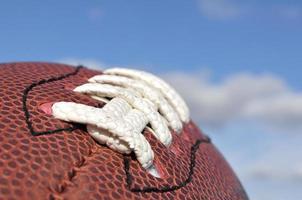 Nahaufnahme der American-Football-Textur und der Schnürsenkel foto
