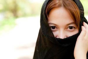 junge Frauen und Handtuch ab.