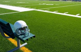 American Football Helm auf der Bank foto