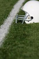 American Football Helm auf dem Feld foto