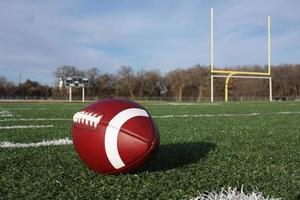 College-Fußball auf dem Spielfeld foto