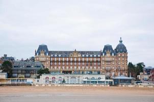 Blick auf Houlgate City Beach in der Normandie, Frankreich. foto