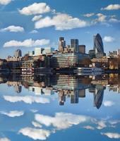 moderner Teil von London in der Nähe der Tower Bridge in England foto
