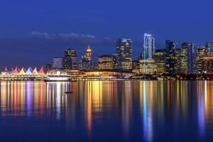 Vancouver Skyline in der Abenddämmerung foto