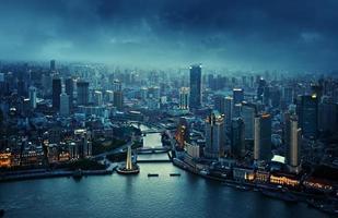 Skyline von Shanghai bei Sonnenuntergang, China