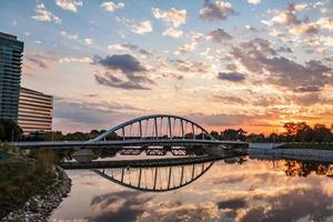 Columbus Ohio Hauptstraße Brücke Sonnenuntergang Reflexion Scioto River HDR
