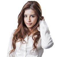 Porträt der glücklichen jungen Geschäftsfrau isoliert foto