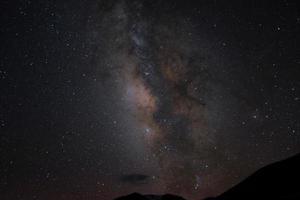 Milchstraße und Sternschnuppen foto