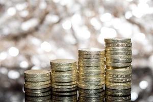 kleiner Stapel von £ 1 Münzen Pfund Sterling