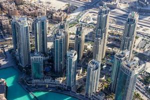 Wolkenkratzer in der Nähe des Burj Khalifa Turms foto