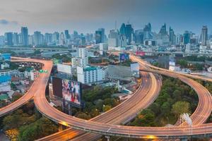 vor der Arbeitsstunde von Bangkok City Express Way foto