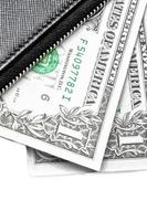 Detail der schwarzen Geldbörse mit Dollars foto