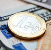 Münze auf Banknote foto