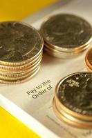 Scheck und Münzen foto