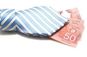 Krawatte und 50 kanadische Dollar foto