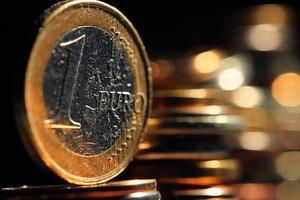 Stapel von Münzen Konzept Dollar Euro Dollar Wechselkurs Wirtschaftlichkeit