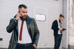 Geschäftsmann draußen foto